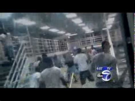 Guards do nothing as inmates fight at Rikers Island