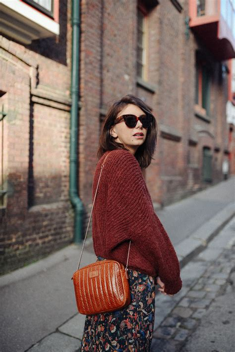 Passion gros pull + jupe ou robe en hiver - The Brunette
