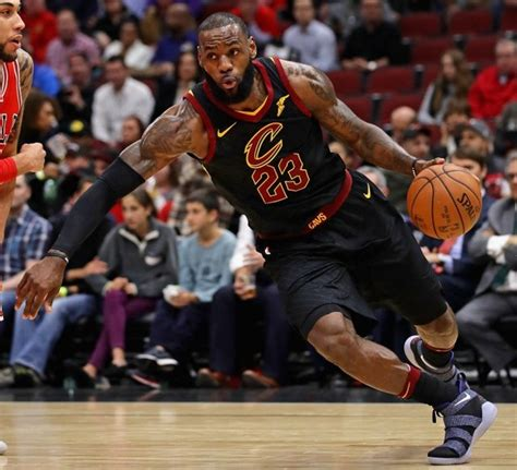 LeBron ties career-high with 17 assists to lead Cavs over